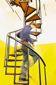 人下螺旋楼梯图片