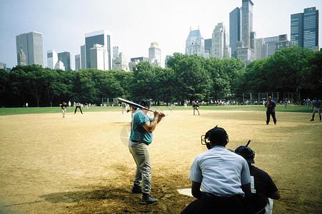 中央公园的棒球比赛图片