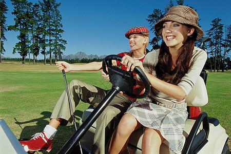 打高尔夫球的女孩图片