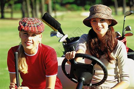 打高尔夫球的女士图片