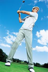 打高尔夫球的人图片