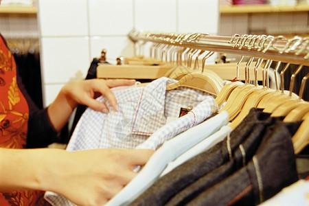 买衣服图片