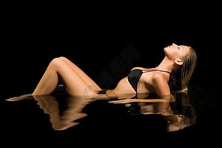 水中的性感女人图片