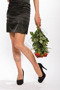 拿玫瑰的女性图片