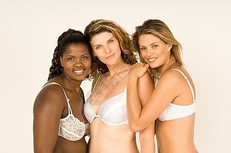 穿胸罩的女人图片