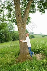 玉米地里的女人_夕阳下的背影高清图片下载-正版图片501459484-摄图网