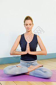 做瑜伽的女人图片