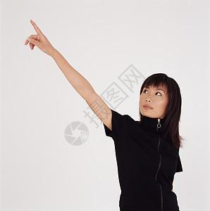 伸手指的女人图片