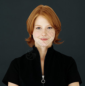 年轻的红头发女人图片