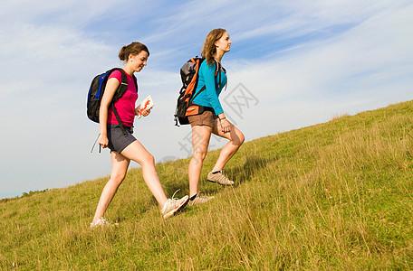 徒步旅行的女人图片