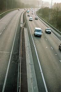 高速公路上的车图片