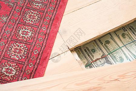 藏在地板下的私房钱图片