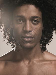 一个黑人男青年图片