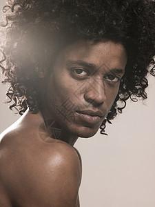 黑人男子图片