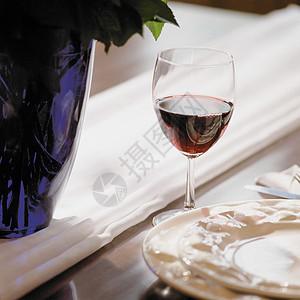 一杯葡萄酒图片