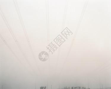 雾天架空电力线图片