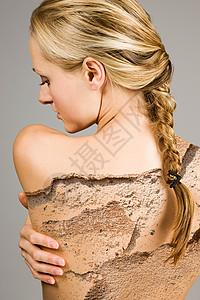 后背开裂脱落特效的女人图片