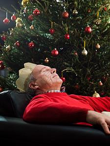在椅子上睡觉图片
