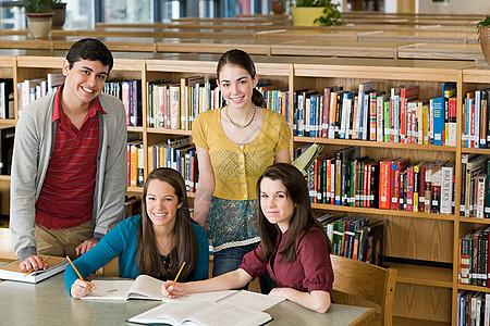 图书馆在校学生图片