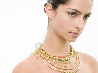 戴项链的女人图片