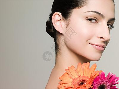 漂亮的年轻女子图片