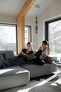 妇女在家休息图片