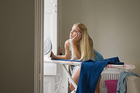 做家务女人图片