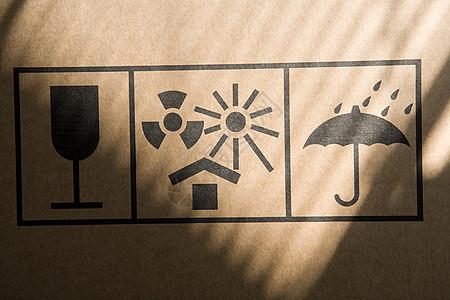 纸板箱上的信息标志图片