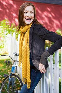 这户外的快乐女人图片