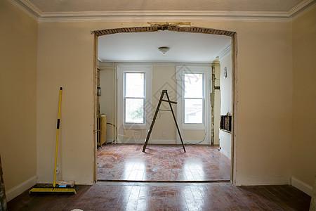 带梯子的开放式平面房间图片