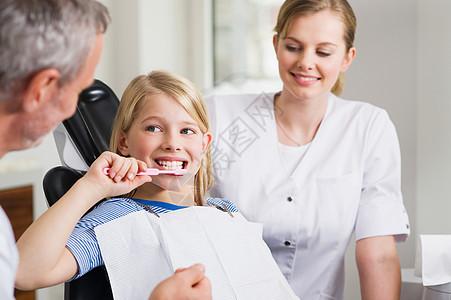牙医办公室的女孩图片