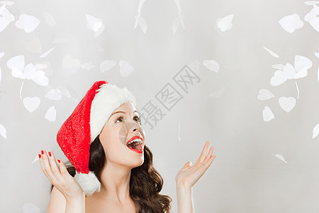 戴着圣诞帽年轻黑发女人图片