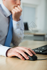使用计算机的办公室工作人员图片