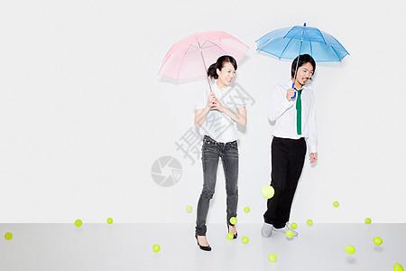 带伞和落网球图片