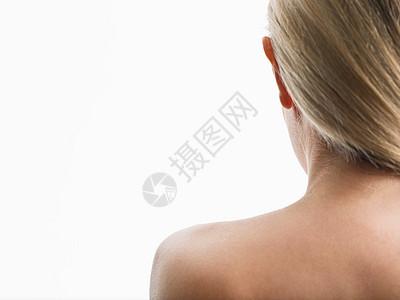 女人的肩膀图片