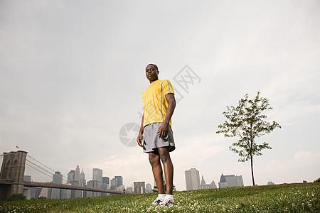 公园里的跑步者图片