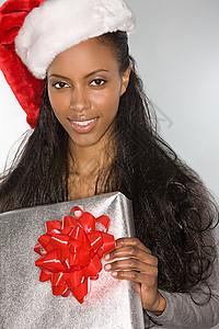 带礼物和圣诞帽的女人图片