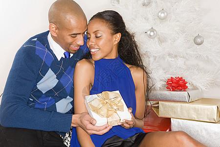 圣诞浪漫夫妻图片