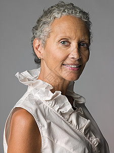 老年妇女的肖像图片