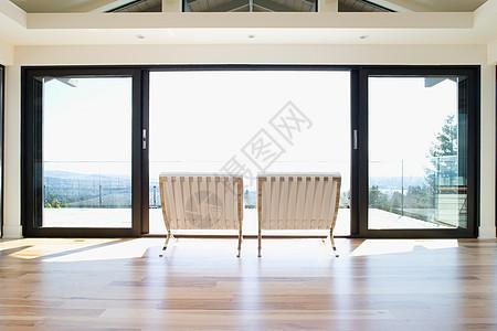 庭院门旁的椅子图片