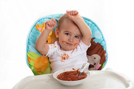 宝宝吃饭时一团糟图片