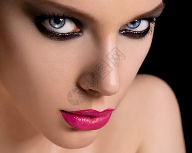 一个美丽的化妆女郎的脸图片