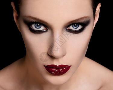 一个美丽的黑妆年轻女子的脸图片