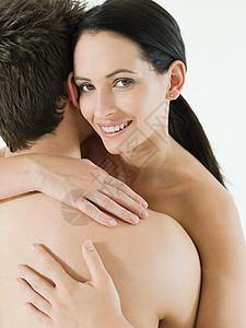 情侣亲密拥抱图片