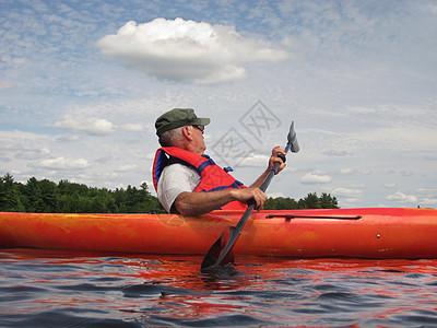 皮艇上的人图片
