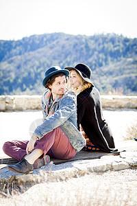 美国加利福尼亚州洛杉矶奇洛营地的一对情侣图片