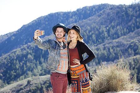 美国加利福尼亚州奇劳营地自拍的情侣图片