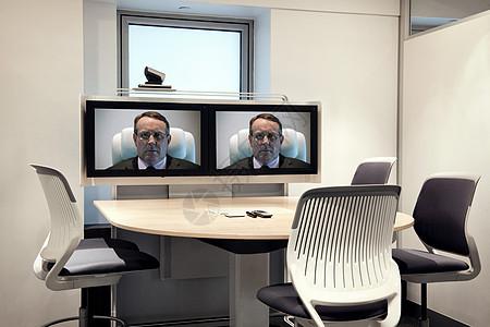 空视频会议室屏幕上的首席执行官图片