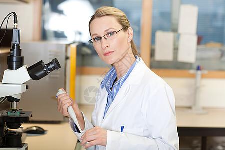 实验室女医生图片