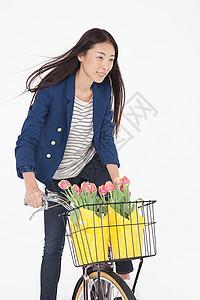 带花篮骑自行车的女人图片